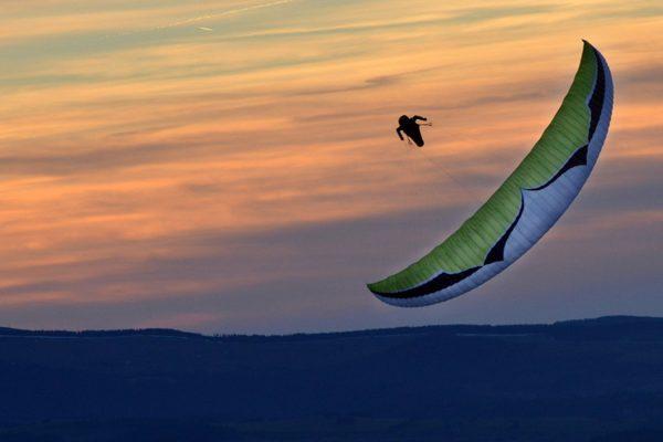 flying-puy-de-dome-parapente-couche-soleil-ozone-mantra-6